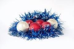 Schöne Bälle für die Verzierung von Weihnachtsbäumen Lizenzfreies Stockbild