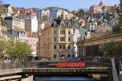 Schöne Badekurort-Stadt Karlovy Vary lizenzfreie stockfotos