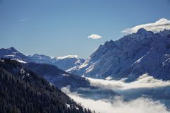 Schöne Bergblicke in Verbier stockfotografie