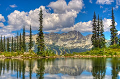 Schöne Berge lizenzfreies stockbild