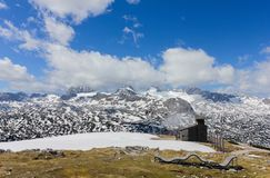 Schöne Berge mit Schnee Stockfotos