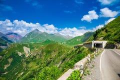 Schöne Berge und blauer Himmel Lizenzfreies Stockbild