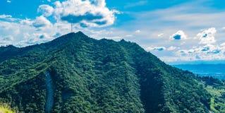 Schöne Berge voll des Grüns in Kolumbien Stockfoto
