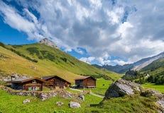 Schöne Berglandschaft im Sommer in den Alpen, die Schweiz Lizenzfreies Stockfoto