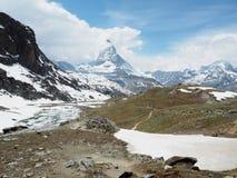 Schöne Berglandschaft mit Ansichten des Matterhorns die Schweiz stockbilder