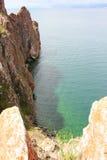 Schöne Beschaffenheit von See im Sommer, Hochgebirge und freier Raum grünen, purpurrotes Wasser vom Baikalsee, Sibirien, Russland Lizenzfreie Stockfotos