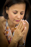 Schöne betende Frau lizenzfreie stockbilder