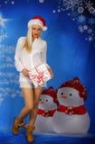 Schöne Bindung mit Weihnachtsgeschenk Lizenzfreies Stockbild