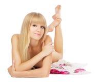 Schöne blanke Dame auf weißem Hintergrund Lizenzfreie Stockfotografie