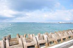 Schöne blaue Küste Stockfotografie