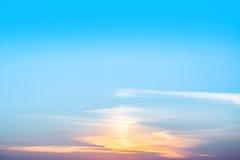 Schöne blendend Flammen des Sonnenuntergangs Stockfoto