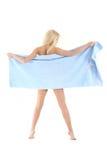 Schöne blonde Dame in einem blauen Tuch Lizenzfreies Stockfoto