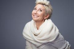Schöne blonde Dame mit dem kurzen Haar Lizenzfreie Stockfotos