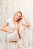 Schöne blonde Damenaufstellung Stockbilder
