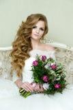 Schöne blonde elegante Braut Lizenzfreies Stockfoto
