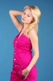 Schöne blonde Frau über Blau Lizenzfreie Stockfotos