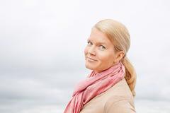 Schöne blonde Frau Lizenzfreie Stockfotos