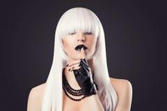 Schöne blonde Frau Lizenzfreies Stockfoto