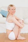 Schöne blonde Frau in der Unterwäsche Stockbild
