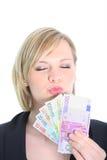 Schöne blonde Frau, die Euroanmerkungen anhält Lizenzfreies Stockbild