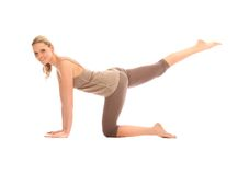 Schöne blonde Frau, die Yoga tut Stockbilder