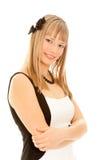 Schöne blonde Frau, die zur Kamera schaut Stockbilder