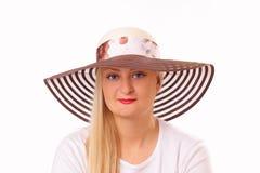 Schöne blonde Frau in einem Hut Lizenzfreie Stockbilder