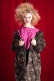 Schöne blonde Frau in einem Pelz Lizenzfreies Stockfoto