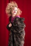 Schöne blonde Frau in einem Pelz Lizenzfreies Stockbild