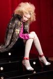 Schöne blonde Frau in einem Pelz Stockfotos