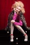 Schöne blonde Frau in einem Pelz Stockfoto
