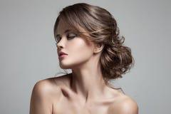 Schöne blonde Frau Frisur und Make-up Lizenzfreie Stockfotos