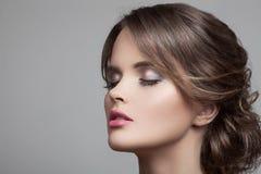 Schöne blonde Frau Frisur und Make-up Lizenzfreies Stockbild