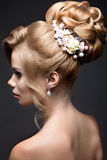 Schöne blonde Frau im Bild der Braut Lizenzfreie Stockbilder