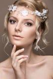 Schöne blonde Frau im Bild der Braut Lizenzfreie Stockfotografie