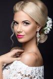 Schöne blonde Frau im Bild der Braut mit Lizenzfreies Stockfoto