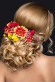 Schöne blonde Frau im Bild der Braut mit Lizenzfreies Stockbild