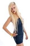 Schöne blonde Frau im blauen Kleid Stockbild