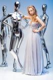 Schöne blonde Frau im eleganten Abendkleid auf Hintergrund von Lizenzfreie Stockbilder