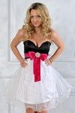 Schöne blonde Frau im Luxuxinnenraum. Stockbilder