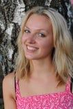 Schöne blonde Frau im rosafarbenen Kleid Lizenzfreie Stockbilder