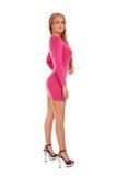 Schöne blonde Frau im rosafarbenen Kleid Stockfoto