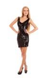 Schöne blonde Frau im schwarzen glänzenden Kleid Stockfotografie