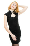 Schöne blonde Frau im schwarzen Kleid Lizenzfreies Stockbild