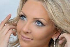 Schöne blonde Frau mit blauen Augen. Lizenzfreies Stockfoto