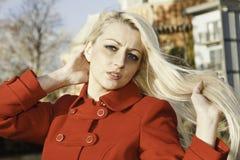 Schöne blonde Frau mit blauen Augen Lizenzfreie Stockbilder