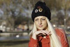 Schöne blonde Frau mit blauen Augen Lizenzfreie Stockfotografie