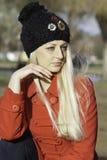 Schöne blonde Frau mit blauen Augen Stockfotos