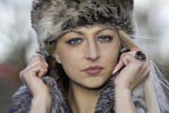 Schöne blonde Frau mit blauen Augen Lizenzfreie Stockfotos