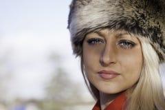 Schöne blonde Frau mit blauen Augen Lizenzfreies Stockbild